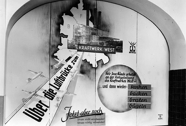 Poster calling to reduce electricity consumption during the airlift, posted in U-Bahn stations in April 1949.png