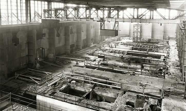 State of the machine hall on 4 January 1949.jpg