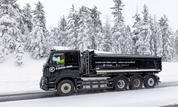 An all-electric heavy truck from Kaunis Iron in pilot project with Vattenfall, among others, to develop a sustainable logistics system