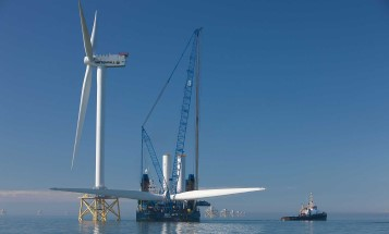 Installation of a wind turbine at sea