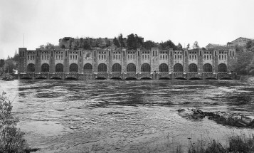 A black and white photo of Olidan power station in Trollhättan