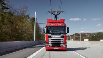 Scania R 450 truck equipped with pantographs