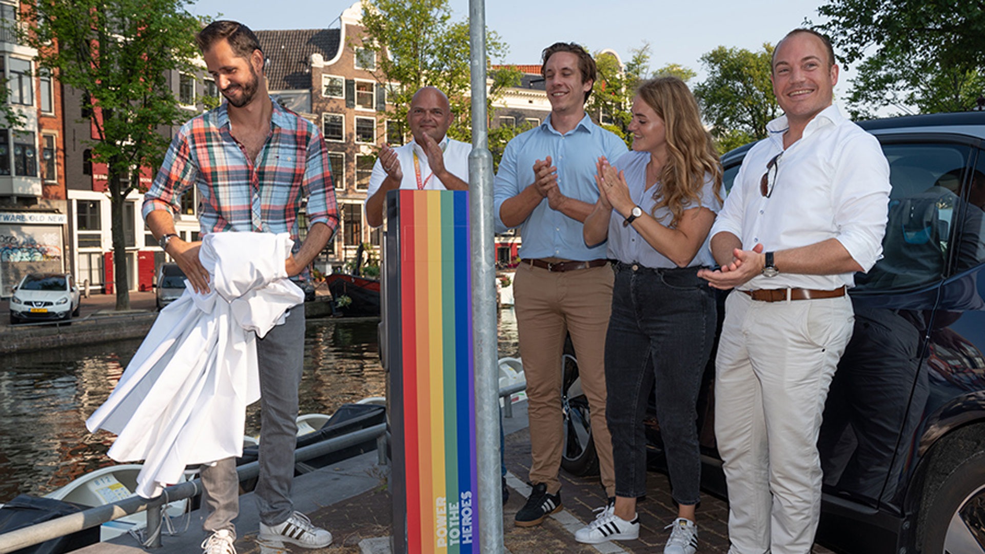 Job Karstens (EVBox), Ronald Stahli (Nuon), Mathieu Wijnen (Amsterdam municipality),  Linda Roskam (Amsterdam municipality) and Vincent Jongejans (Nuon) at the unveiling of the LGBTI charging points.  Photo: Jan-Willem de Venster