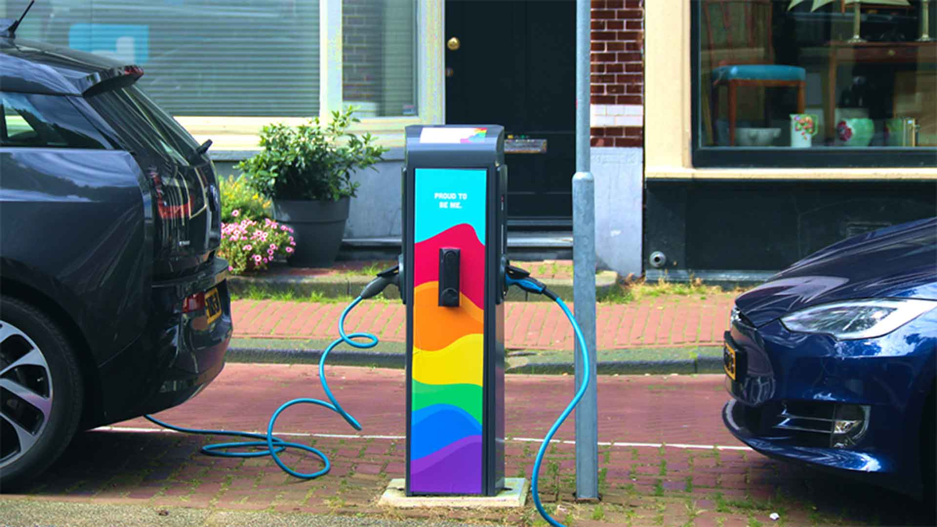 Pride-Chargning-pole-Vattenfall-Amstedam.jpg